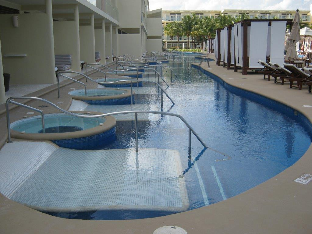 Premium jacuzzi swim up suites