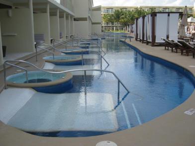 Premium Jacuzzi Swim-up suites
