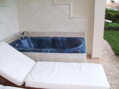 Swim-up suite