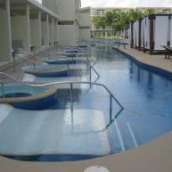 Premium Jacuzzi Swim-Up suites